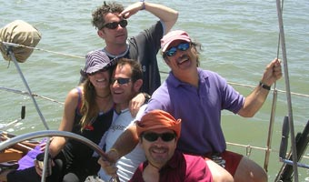 happy-group-sailing-340.jpg